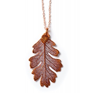 Медальон с листо от дъб, покрито с иридисцентна мед