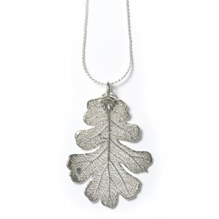 Медальон с посребрено листо от дъб