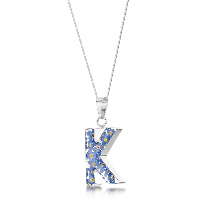 Медальон с Буква K, Незабравки